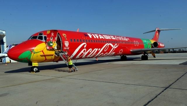Llamativo avión trajo la Copa del mundo a Mar del Plata