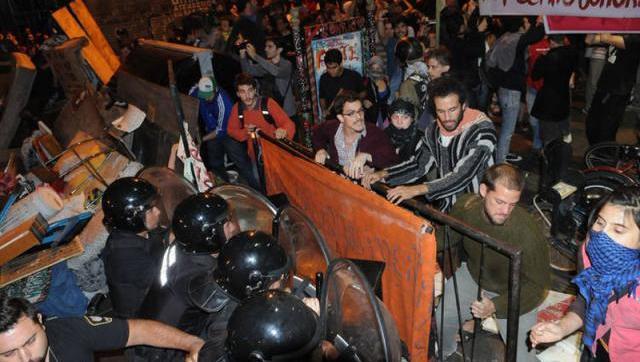 Procesaron a agentes de la Metropolitana por una de sus represiones