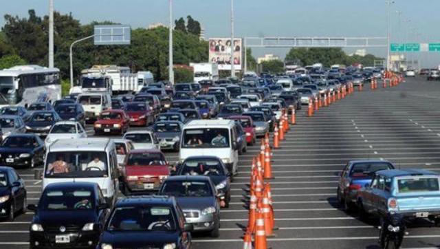 Profunda crisis lleva a la gente a viajar.