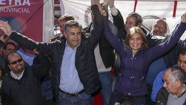 Gobernador de Mendoza ya se despega de Macri.
