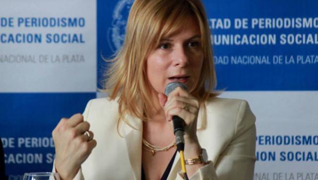 """Facultad de Periodismo denunció """"la necesidad y urgencia de proteger a Clarín"""""""