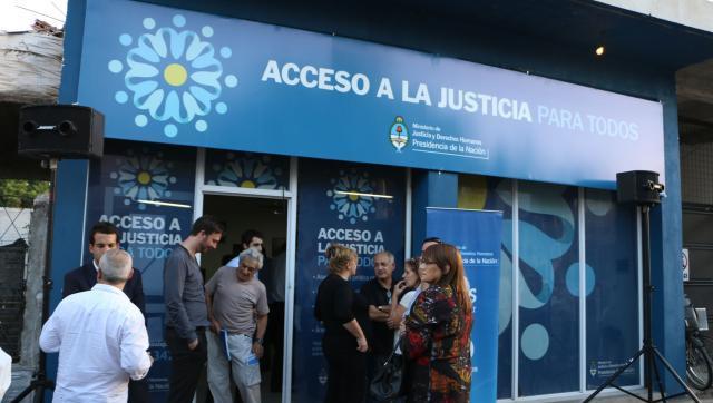 Despidos y vaciamiento de los centros gratuitos de asesoramiento judicial