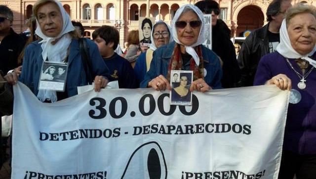 La policía macrista intentó prohibir la marcha de las Madres de Plaza de Mayo