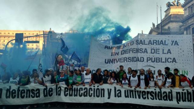 Masiva marcha contra el ajuste en la universidad
