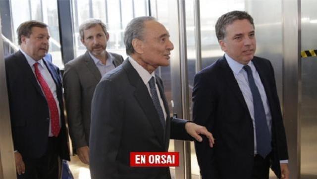 El CEO de Clarín, Héctor Magnetto, en el CCK con los ministros Dujovne y Frigerio.
