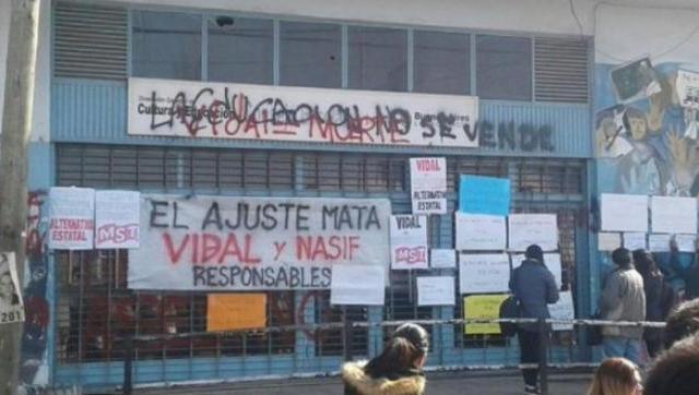Docentes denuncian que se llevaron expedientes del Consejo Escolar de Moreno