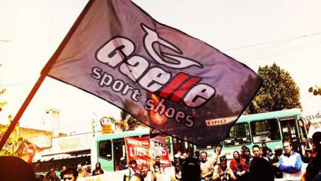 Gaelle en lucha: una patota atacó el acampe de los trabajadores