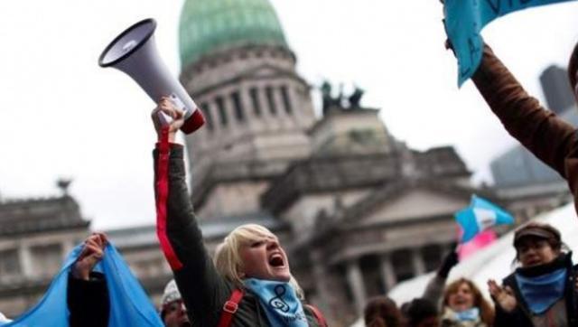 """Ahora los grupos """"Pro vida"""" atacan a las actrices que denunciaron abusos"""