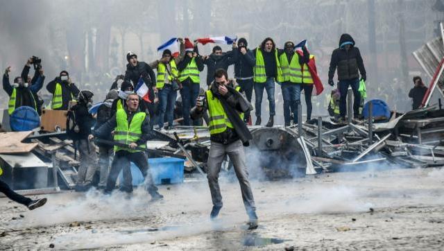 VIDEOS: Medios de comunicación convencionales ocultan la revolución que se viene en Francia