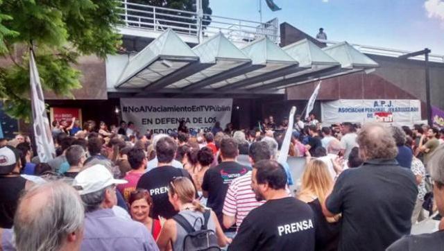 Trabajadores de la TV Pública denuncian censura y la incorporación de comisarios políticos