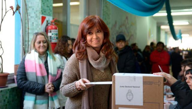 Cristina votó en Río Gallegos y emitió un mensaje a través de redes sociales