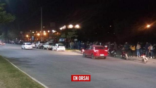 Cola de 10 cuadras en Tucumán para conseguir un trabajo en un supermercado