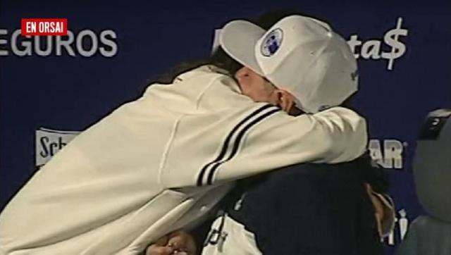 El momento en que la hermana de Cristina subió a abrazar a Maradona