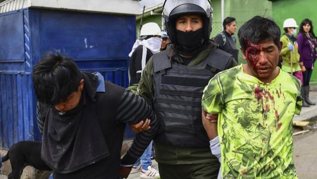 Tremenda agresión a un periodista cuando cubría la represión en Bolivia