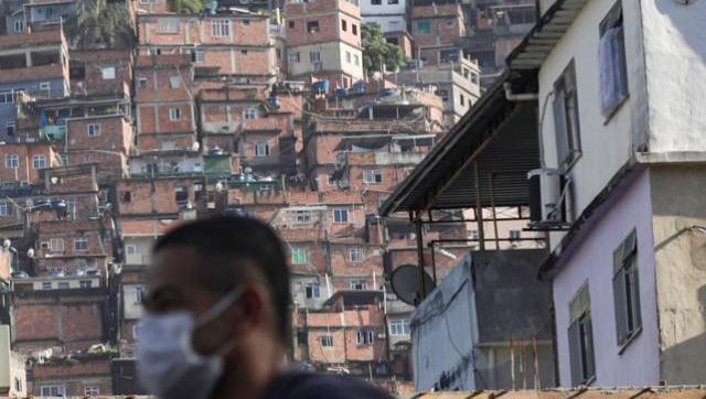 Mientras Bolsonaro hace agua, los narcos ordenan la cuarentena en las favelas