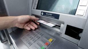 El Banco Central suspendió el cobro de comisiones por el uso de cajeros automáticos