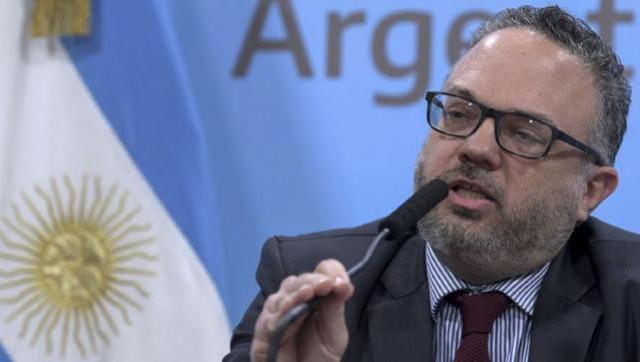 """Kulfas detalló que """"nueve de cada diez argentinos reciben algún tipo de ingreso del estado"""""""