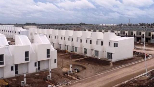 El Gobierno creó un programa para finalizar las viviendas que paralizó el macrismo