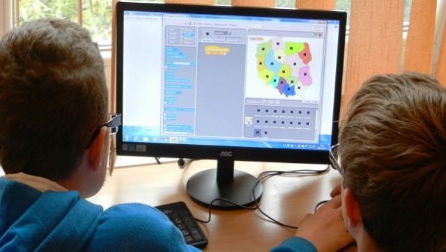 La escuela virtual. Un desafío para niños y niñas pero también, para profesores y profesoras