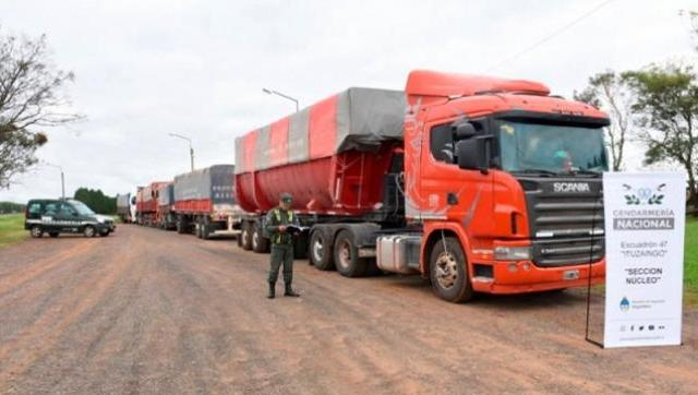 Incautan en Misiones ocho camiones cargados con soja que se iban a contrabandear a Brasil
