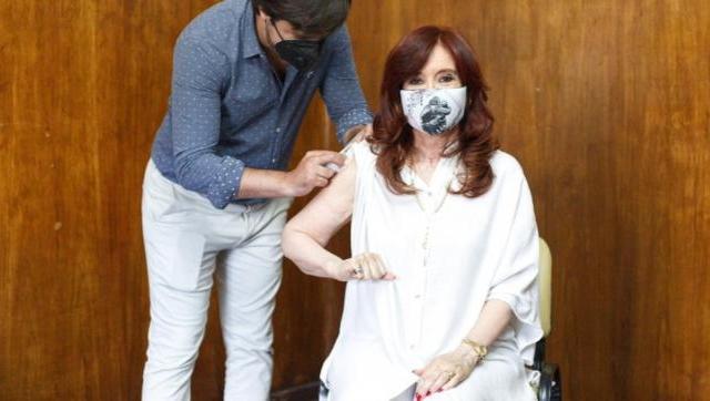Cristina Fernández se vacunó en el Hospital Público Presidente Perón de Avellaneda