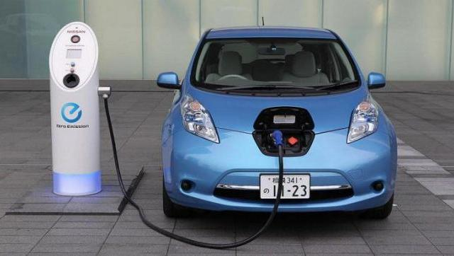 El gobierno firmó acuerdo con empresa china para fabricar autos eléctricos en el país