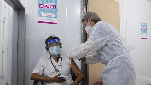 Kicillof comienza la vacunación de los mayores de 70 años en la provincia de Buenos Aires