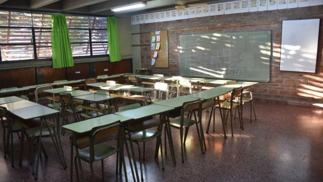 Perotti adhirió y suspendió las clases presenciales por siete días