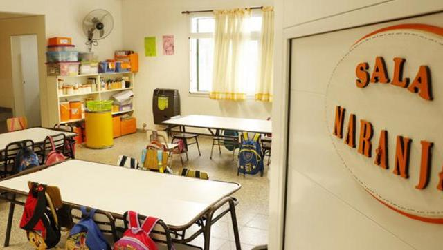 Ordenan a la ministra Acuña que asigne tareas remotas a docente que convive con persona