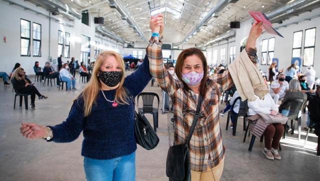 Argentina: nuevo récord de aplicación de vacunas, mientras siguen llegando más dosis