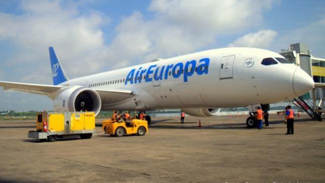 El Gobierno Nacional suspendió destinos y redujo vuelos a Europa