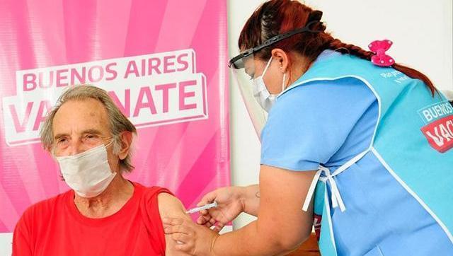 Kicillof anunció la vacuna libre para mayores de 18 desde el viernes