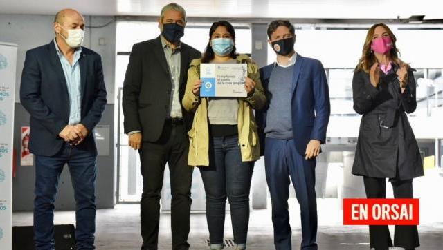 Ferraresi, Kicillof y Victoria Tolosa Paz entregaron créditos a familias de La Plata, Berisso y Ensenada